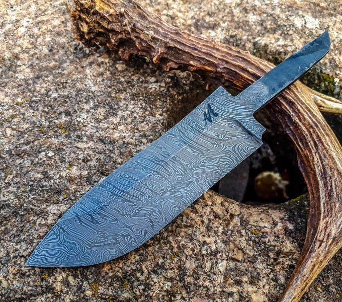 aaknives-aaknife-damascus-steel-blade-knife-hand-forged-knife-handmade-custom-made-hunting-knife-handcrafted-knife-4-3